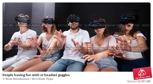 People having fun with vr headset goggles. Стоковое фото, фотограф Яков Филимонов / Фотобанк Лори