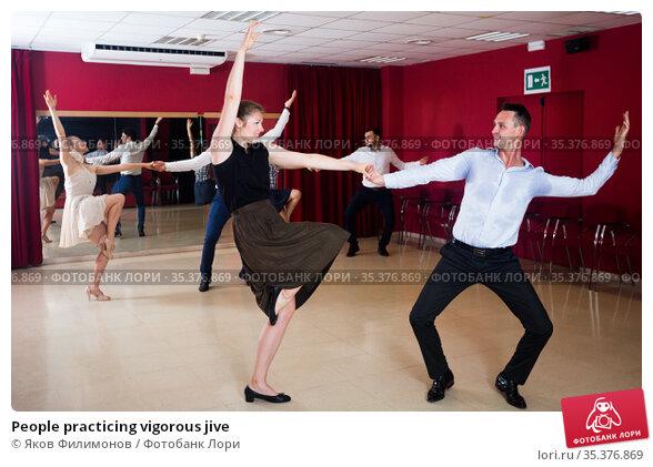 People practicing vigorous jive. Стоковое фото, фотограф Яков Филимонов / Фотобанк Лори