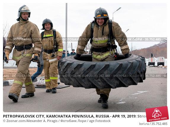 PETROPAVLOVSK CITY, KAMCHATKA PENINSULA, RUSSIA - APR 19, 2019: Strong... Стоковое фото, фотограф Zoonar.com/Alexander A. Piragis / age Fotostock / Фотобанк Лори