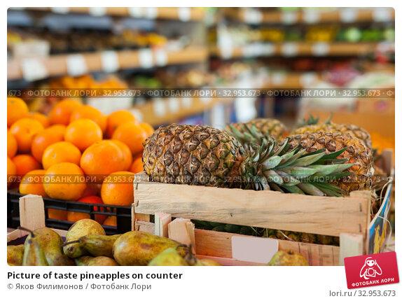 Picture of taste pineapples on counter. Стоковое фото, фотограф Яков Филимонов / Фотобанк Лори