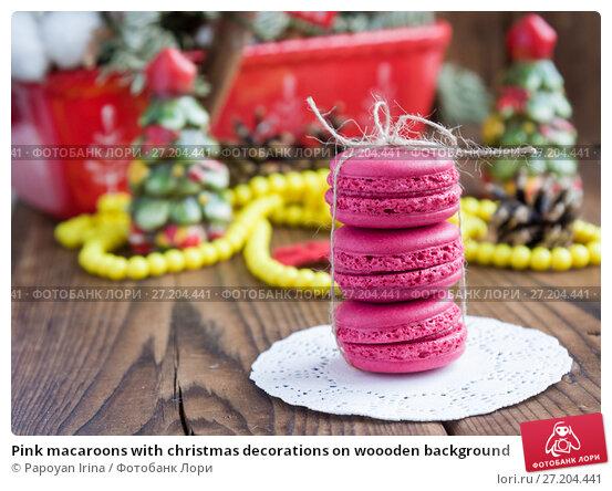 Купить «Pink macaroons with christmas decorations on woooden background», фото № 27204441, снято 13 ноября 2017 г. (c) Papoyan Irina / Фотобанк Лори