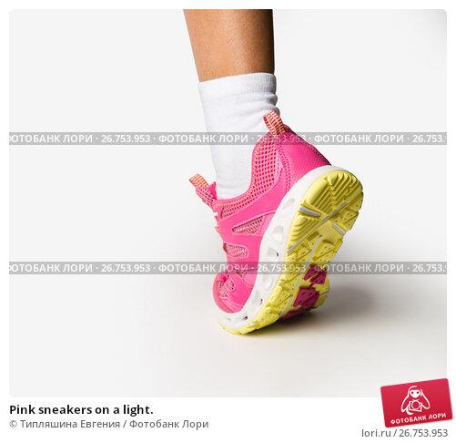 Pink sneakers on a light., фото № 26753953, снято 4 августа 2017 г. (c) Типляшина Евгения / Фотобанк Лори