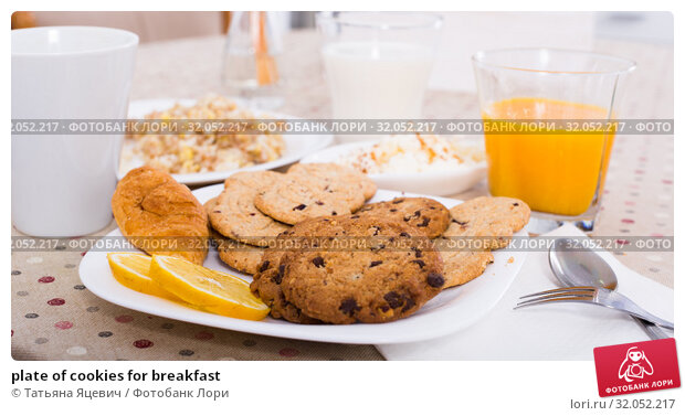 plate of cookies for breakfast. Стоковое фото, фотограф Татьяна Яцевич / Фотобанк Лори