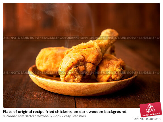Plate of original recipe fried chickens, on dark wooden background. Стоковое фото, фотограф Zoonar.com/szefei / easy Fotostock / Фотобанк Лори
