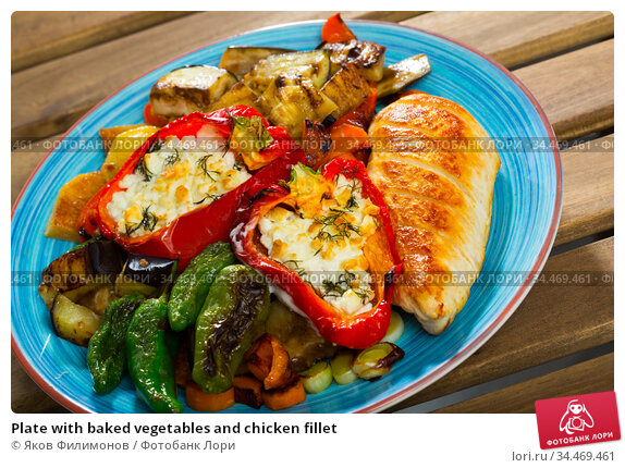 Plate with baked vegetables and chicken fillet. Стоковое фото, фотограф Яков Филимонов / Фотобанк Лори