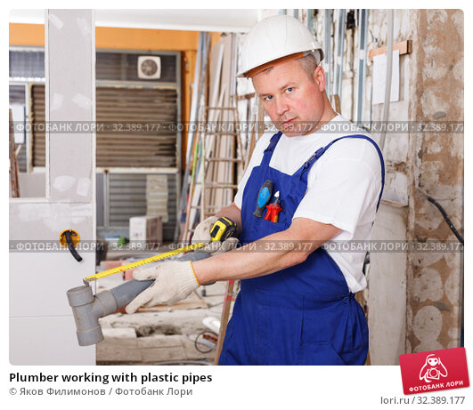 Plumber working with plastic pipes. Стоковое фото, фотограф Яков Филимонов / Фотобанк Лори