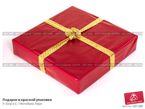 Подарок в красной упаковке, фото № 267949, снято 16 октября 2007 г. (c) Ольга С. / Фотобанк Лори
