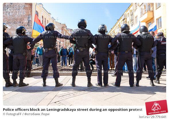 Купить «Police officers block an Leningradskaya street during an opposition protest», фото № 29779641, снято 5 мая 2018 г. (c) FotograFF / Фотобанк Лори