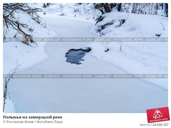 Купить «Полынья на замерзшей реке», фото № 24668337, снято 14 декабря 2016 г. (c) Ростислав Агеев / Фотобанк Лори