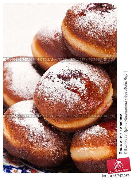 Купить «Пончики с сиропом», фото № 3747057, снято 26 ноября 2011 г. (c) Великова Ирина Николаевна / Фотобанк Лори