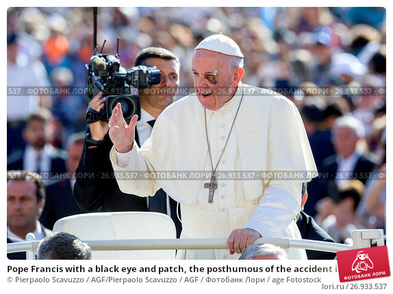 Купить «Pope Francis with a black eye and patch, the posthumous of the accident in Colombia General Audience in St. Peter Square, Vatican City. Vatican 13/09/2017.», фото № 26933537, снято 13 сентября 2017 г. (c) age Fotostock / Фотобанк Лори