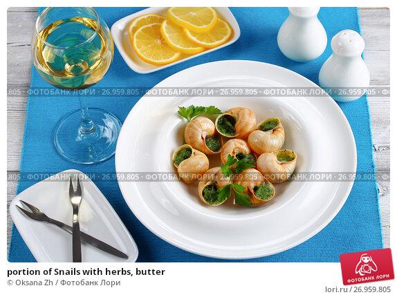 Купить «portion of Snails with herbs, butter», фото № 26959805, снято 30 июля 2017 г. (c) Oksana Zhupanova / Фотобанк Лори