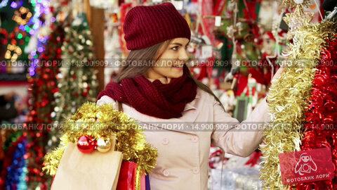Купить «Portrait of female customer near counter with Christmas gifts», видеоролик № 14900909, снято 2 декабря 2015 г. (c) Яков Филимонов / Фотобанк Лори