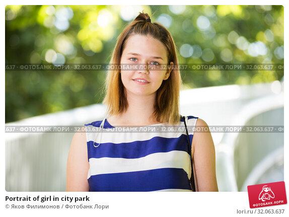 Portrait of girl in city park. Стоковое фото, фотограф Яков Филимонов / Фотобанк Лори