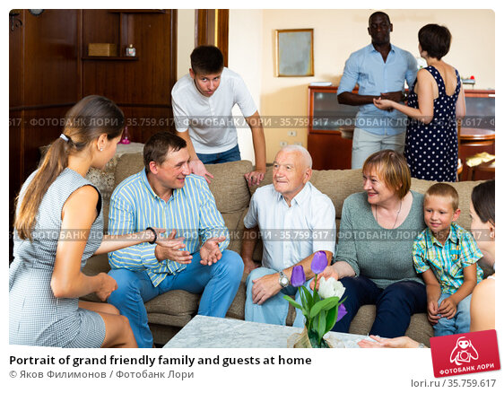 Portrait of grand friendly family and guests at home. Стоковое фото, фотограф Яков Филимонов / Фотобанк Лори