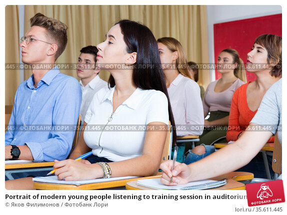 Portrait of modern young people listening to training session in auditorium. Стоковое фото, фотограф Яков Филимонов / Фотобанк Лори
