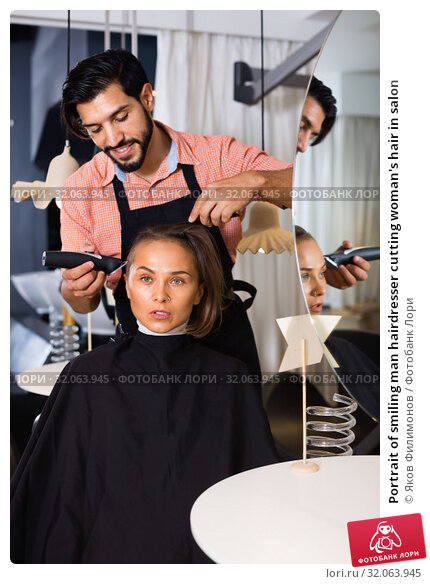 Portrait of smiling man hairdresser cutting woman's hair in salon. Стоковое фото, фотограф Яков Филимонов / Фотобанк Лори