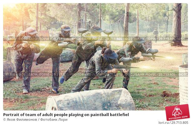Купить «Portrait of team of adult people playing on paintball battlefiel», фото № 29713805, снято 22 сентября 2018 г. (c) Яков Филимонов / Фотобанк Лори