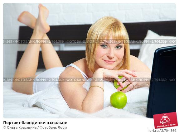 Фото блондинки в спальне 9