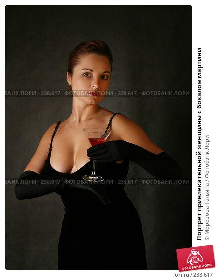 Портрет привлекательной женщины с бокалом мартини, фото № 238617, снято 4 февраля 2008 г. (c) Морозова Татьяна / Фотобанк Лори
