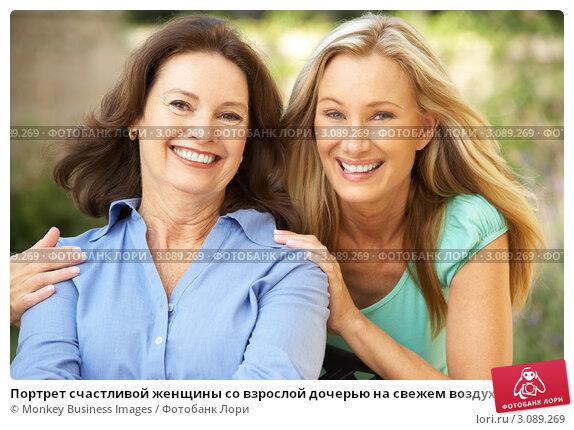 Купить «Портрет счастливой женщины со взрослой дочерью на свежем воздухе», фото № 3089269, снято 11 августа 2009 г. (c) Monkey Business Images / Фотобанк Лори