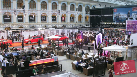 Купить «Посетители ходят по выставке VOLVO - Неделя моды (таймлапс)», видеоролик № 3779585, снято 27 апреля 2012 г. (c) Losevsky Pavel / Фотобанк Лори