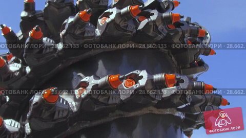 Купить «Powerful drilling tool. Screw drill, equipped with carbide-tipped elements and teeth.», видеоролик № 28662133, снято 6 июня 2018 г. (c) Андрей Радченко / Фотобанк Лори