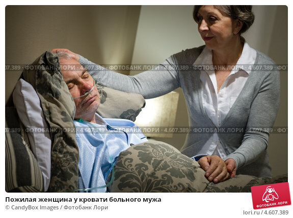 Пожилая женщина в кровати, молодожены эро фото