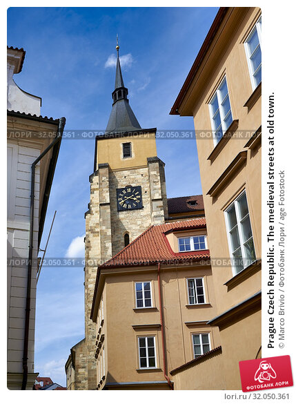 Prague Czech Republic. The medieval streets at old town. Стоковое фото, фотограф Marco Brivio / age Fotostock / Фотобанк Лори