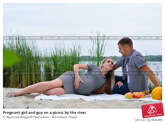 Pregnant girl and guy on a picnic by the river. Стоковое фото, фотограф Арестов Андрей Павлович / Фотобанк Лори