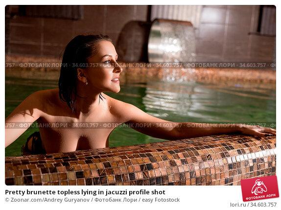 Pretty brunette topless lying in jacuzzi profile shot. Стоковое фото, фотограф Zoonar.com/Andrey Guryanov / easy Fotostock / Фотобанк Лори