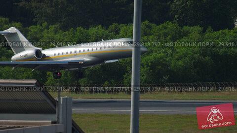 Купить «Private Jet landing in Phuket», видеоролик № 29918797, снято 29 ноября 2018 г. (c) Игорь Жоров / Фотобанк Лори