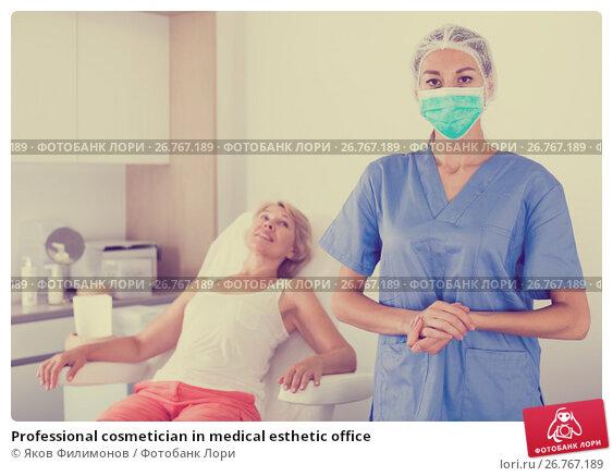 Купить «Professional cosmetician in medical esthetic office», фото № 26767189, снято 28 июля 2017 г. (c) Яков Филимонов / Фотобанк Лори