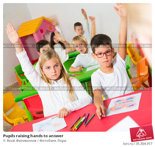 Pupils raising hands to answer. Стоковое фото, фотограф Яков Филимонов / Фотобанк Лори