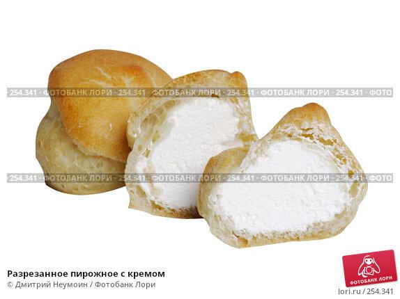 Разрезанное пирожное с кремом, эксклюзивное фото № 254341, снято 21 апреля 2006 г. (c) Дмитрий Нейман / Фотобанк Лори