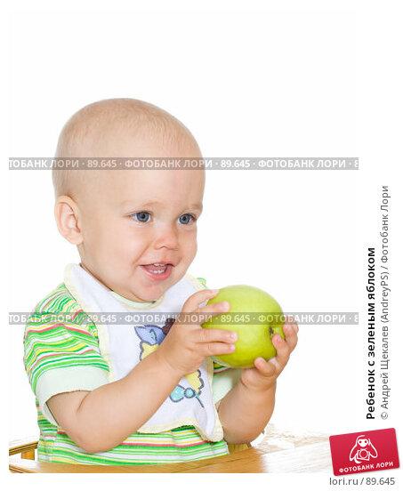 Ребенок с зеленым яблоком, фото № 89645, снято 6 сентября 2007 г. (c) Андрей Щекалев (AndreyPS) / Фотобанк Лори