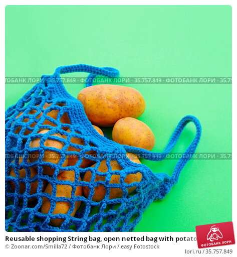 Reusable shopping String bag, open netted bag with potatoes. Mesh... Стоковое фото, фотограф Zoonar.com/Smilla72 / easy Fotostock / Фотобанк Лори