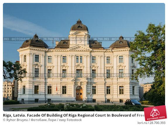 Купить «Riga, Latvia. Facade Of Building Of Riga Regional Court In Boulevard of Freedom Street Under Blue Clear Sky At Sunny Summer Day.», фото № 28700393, снято 2 июля 2016 г. (c) easy Fotostock / Фотобанк Лори