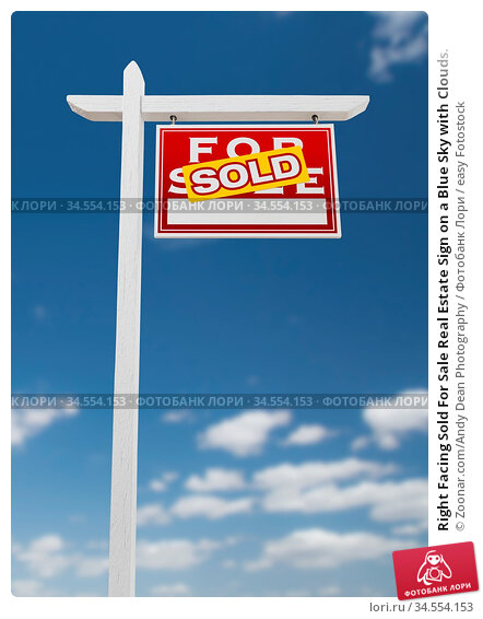 Right Facing Sold For Sale Real Estate Sign on a Blue Sky with Clouds. Стоковое фото, фотограф Zoonar.com/Andy Dean Photography / easy Fotostock / Фотобанк Лори