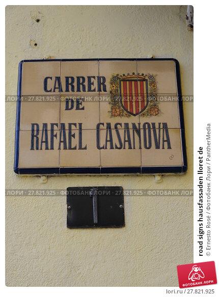 Купить «road signs hausfassaden lloret de», фото № 27821925, снято 18 февраля 2018 г. (c) PantherMedia / Фотобанк Лори