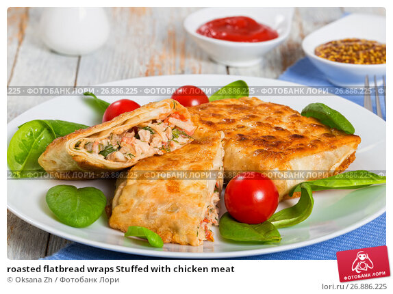 Купить «roasted flatbread wraps Stuffed with chicken meat», фото № 26886225, снято 22 марта 2019 г. (c) Oksana Zh / Фотобанк Лори
