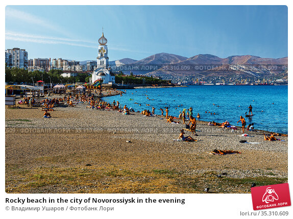 Rocky beach in the city of Novorossiysk in the evening. Редакционное фото, фотограф Владимир Ушаров / Фотобанк Лори
