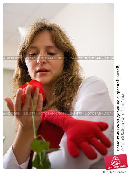 Романтическая девушка с красной розой, фото № 243677, снято 28 августа 2007 г. (c) Сергей Байков / Фотобанк Лори