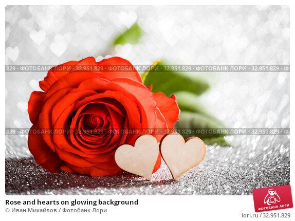 Rose and hearts on glowing background. Стоковое фото, фотограф Иван Михайлов / Фотобанк Лори