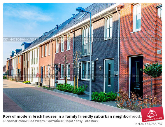 Row of modern brick houses in a family friendly suburban neighborhood... Стоковое фото, фотограф Zoonar.com/Hilda Weges / easy Fotostock / Фотобанк Лори