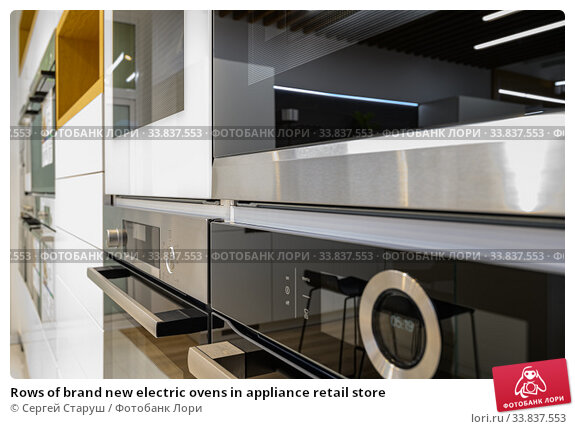 Купить «Rows of brand new electric ovens in appliance retail store», фото № 33837553, снято 11 мая 2020 г. (c) Сергей Старуш / Фотобанк Лори