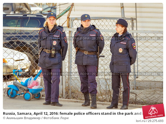 Купить «Russia, Samara, April 12, 2016: female police officers stand in the park and monitor the order in a public place on a sunny day.», фото № 29275693, снято 12 апреля 2016 г. (c) Акиньшин Владимир / Фотобанк Лори