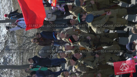 Russian Action Immortal Regiment in Victory Day event participants in military uniform of Great Patriotic War marching along city street (2018 год). Редакционное видео, видеограф А. А. Пирагис / Фотобанк Лори
