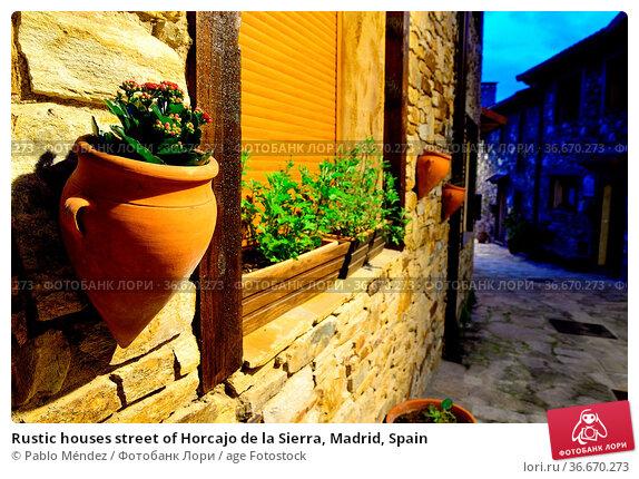 Rustic houses street of Horcajo de la Sierra, Madrid, Spain. Стоковое фото, фотограф Pablo Méndez / age Fotostock / Фотобанк Лори