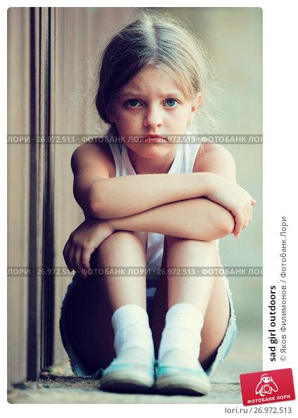 Купить «sad girl outdoors», фото № 26972513, снято 11 декабря 2017 г. (c) Яков Филимонов / Фотобанк Лори